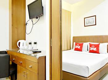 ZenRooms Benhil Tondano - Double Room (Room Only) Regular Plan