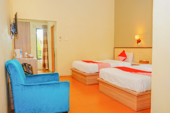 OYO 479 Casa Beach Hotel Belitung - Deluxe Twin Room Regular Plan