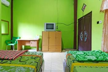 Penginapan Qarina Banjarmasin - Superior Room with Ac Minimum stay 2 days