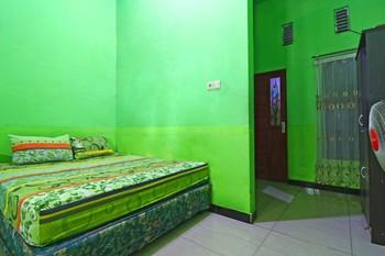 Penginapan Qarina Banjarmasin - Standard Room with Fan Minimum stay 2 days