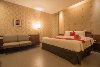RedDoorz Plus @ Cipaganti Street 3 Bandung - RedDoorz Premium Room 24 Hours Deal