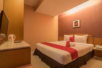 RedDoorz Plus @ Cipaganti Street 3 Bandung - RedDoorz Premium with Breakfast Regular Plan