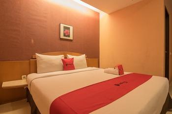 RedDoorz Plus @ Cipaganti Street 3 Bandung - RedDoorz Room 24 Hours Deal