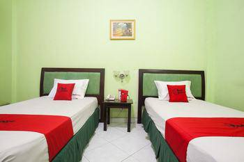 RedDoorz near Juanda Airport T2 Sedati - RedDoorz Twin Room Regular Plan