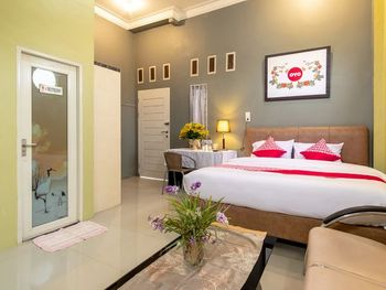 Oyo 1349 Green Elite Syariah Medan - Suite Double Regular Plan