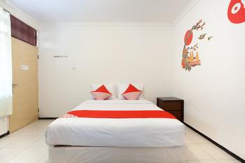 OYO 143 Dukuh Kupang Residence Surabaya - Standard Double Last Minute