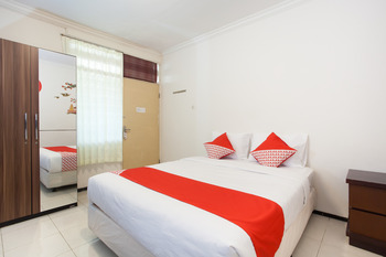 OYO 143 Dukuh Kupang Residence Surabaya - Standard Double Room Regular Plan