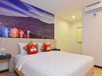 ZEN Premium Cihampelas Bandung - Double Room With Breakfast Regular Plan
