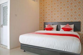 OYO 1185 Sachila Residence Syariah Padang - Deluxe Double Room Regular Plan