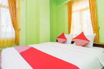 OYO 1419 Rhona Guest House Syariah Near RSUD Kota Yogyakarta Yogyakarta - Deluxe Double Room Regular Plan