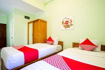 OYO 1419 Rhona Guest House Syariah Near RSUD Kota Yogyakarta Yogyakarta - Deluxe Twin Room Regular Plan