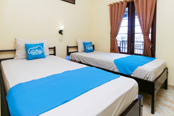 Airy Eco Mataram Cakranegara Yudistira 5 Lombok - Standard Twin Room with Breakfast Regular Plan