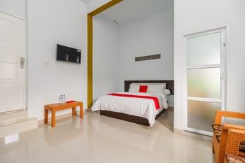RedDoorz Syariah near Simpang Sekip Palembang Palembang - RedDoorz Deluxe Room with Breakfast Regular Plan