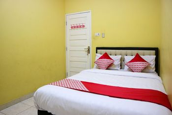 OYO 1156 Fanybella Homestay Pekanbaru - Standard Double Room Regular Plan