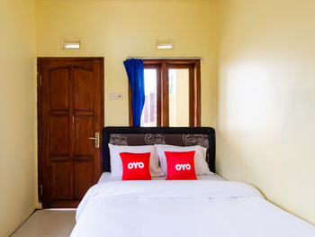 OYO 2957 Erlina Homestay Pasuruan - Standard Double Room Last Minute