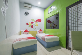 OYO 500 Nilam Residence Makassar - Deluxe Twin Room Regular Plan