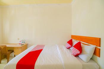 OYO 921 Hotel Ratu Pantai Sukabumi - Standard Double Room Regular Plan