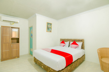 OYO 921 Hotel Ratu Pantai Sukabumi - Suite Double Regular Plan