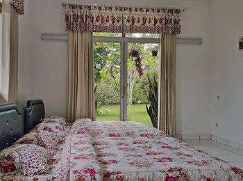 Villa Bunga Merah Gelatik Gelatik - Three Bedrooms Villa Room Only Regular Plan