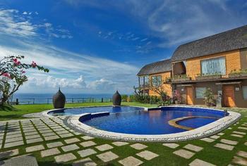 De Sapphire Cliff Villa by Danapati