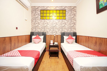 OYO 352 Hotel Sabang Bandung - Standard Twin Room Regular Plan