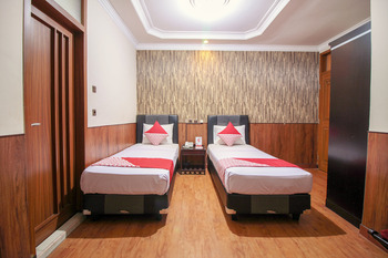 OYO 352 Hotel Sabang Bandung - Deluxe Twin Room Regular Plan