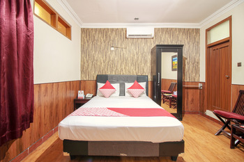 OYO 352 Hotel Sabang Bandung - Deluxe Double Room Regular Plan