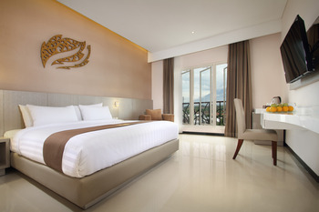 Gets Hotel Malang - Deluxe King Bed Room Only   Regular Plan