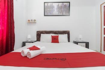 RedDoorz Plus near Budi Luhur University Jakarta Tangerang - RedDoorz Room with Breakfast Regular Plan