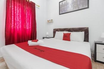 RedDoorz Plus near Budi Luhur University Jakarta Tangerang - RedDoorz Suite Room 24 Hours Deal