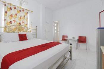 RedDoorz Plus near Budi Luhur University Jakarta Tangerang - RedDoorz Premium Room 24 Hours Deal