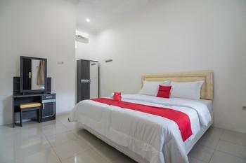 RedDoorz near Sultan Thaha Airport Jambi Jambi - RedDoorz Room Last Minute Deal