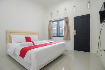 RedDoorz near Sultan Thaha Airport Jambi Jambi - RedDoorz Room with Breakfast Regular Plan