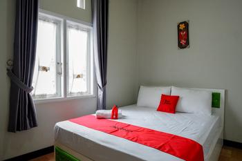 RedDoorz Syariah near Komplek Candi Arjuna Dieng Wonosobo - RedDoorz Room Best Deal