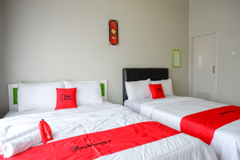 RedDoorz Syariah near Komplek Candi Arjuna Dieng Wonosobo - RedDoorz Family Room Best Deal