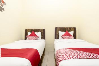 OYO 723 Penginapan Nia Mandiri Syariah Medan - Standard Twin Room Regular Plan