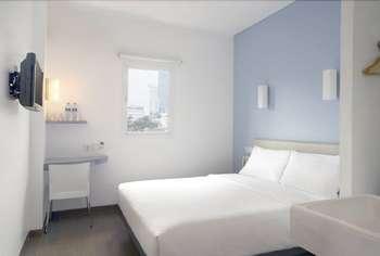 Hotel Amaris Senen - Smart Room Queen Staycation Offer Room Only Regular Plan