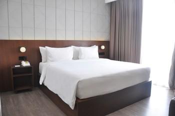 Golden Tulip Pontianak - Superior Queen Room Only Regular Plan