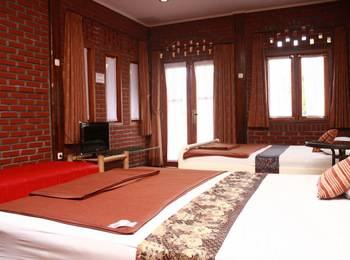Villa Bantal Guling Lembang - Family Room 4 pax Regular Plan