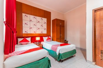 OYO 1211 Graha Technopark Hotel Bogor - Standard Twin Room Regular Plan