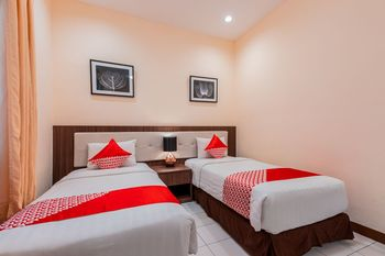 OYO 1211 Graha Technopark Hotel Bogor - Suite Triple Regular Plan