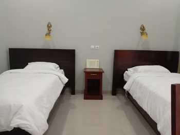 OYO 3277 Inayah Pkpri Hotel Syariah Serang - Deluxe Twin Room Regular Plan