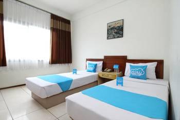 Airy Dago Sabuga Juanda 169 Bandung - Standard Twin Room with Breakfast Special Promo Jan 5