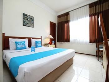 Airy Dago Sabuga Juanda 169 Bandung - Standard Double Room with Breakfast Special Promo Jan 5