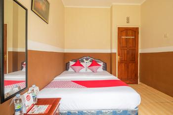 OYO 644 Grand Yustik Selabintana Sukabumi - suite double Room Regular Plan
