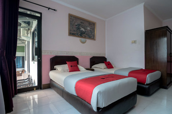 RedDoorz near Bogor Medical Center Bogor - Twin Room Regular Plan