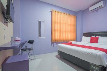RedDoorz @ Gatot Subroto Street Bandung 3 Bandung - RedDoorz Room AntiBoros