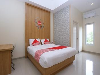 OYO 999 Garuda Guesthouse Yogyakarta - Deluxe Double Room Regular Plan