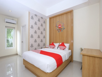 OYO 999 Garuda Guesthouse Yogyakarta - Suite Double Regular Plan