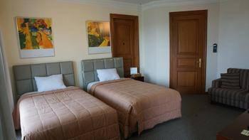 Roosseno Plaza Jakarta - Deluxe Room - Jeroen Krabbe Regular Plan